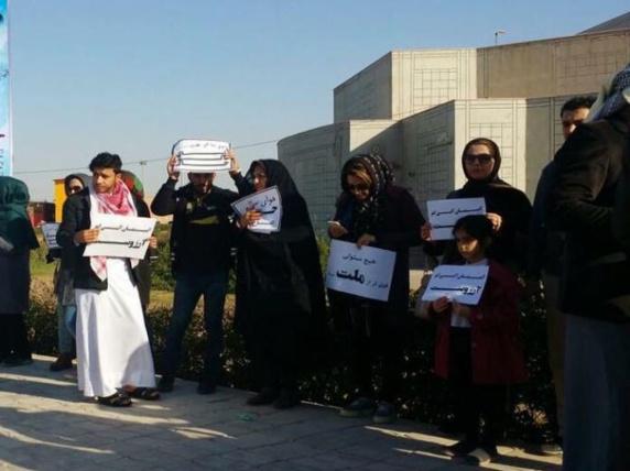 تجمع اعتراضی فعالان محیط زیست در پی منع دیدار آنان با نماینده ویژه سازمان ملل در ایران