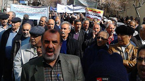 تصاویری از تجمع اعتراضی هزاران تن از معلمان و بازنشستگان در مناطق مختلف ایران