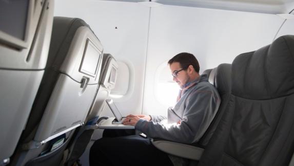 تصمیم تازه آمریکا به منع ورود لپ تاپ در هواپیما