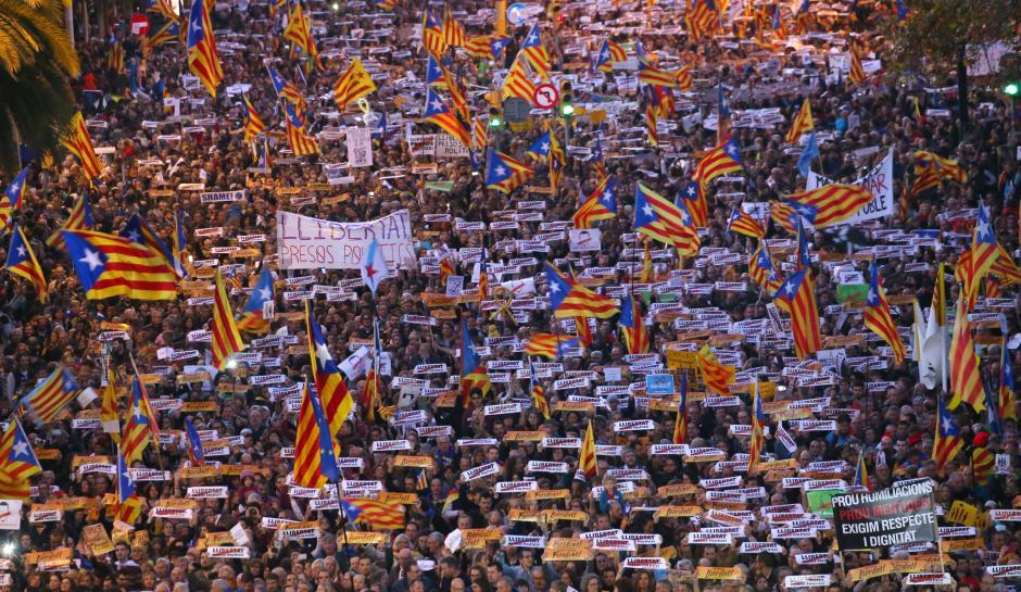 صدها هزار نفر در بارسلون خواستار آزادی رهبران کاتالونیا شدند