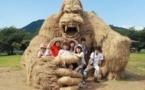 مجسمههای کاهی غول پیکر در فستیوال هنری ژاپن