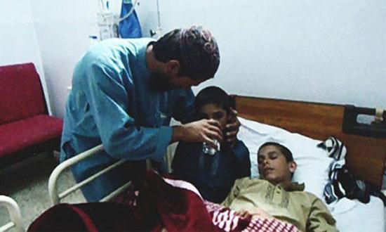 تصویردو برادر معلول پاکستانی