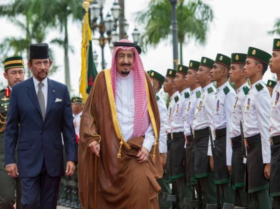 پادشاه سعودی در ادامه سفر تاریخی خود به آسیای جنوب شرقی پایتخت بروئنى را ترک گفت