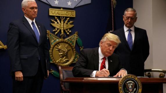 رئیس جمهور آمریکا دستور ممنوعیت ورود شهروندان 6 کشور از جمله ایران به آمریکا را امضا کرد