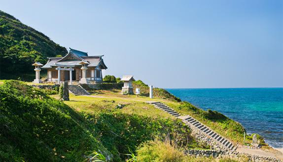 جزیره ژاپنی که زنان حق ورود به آن را ندارند