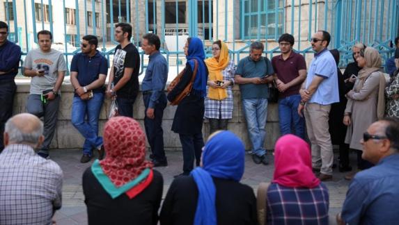 ابوالحسن بنیصدر: مردم از ترس پای صندوق رأی میروند