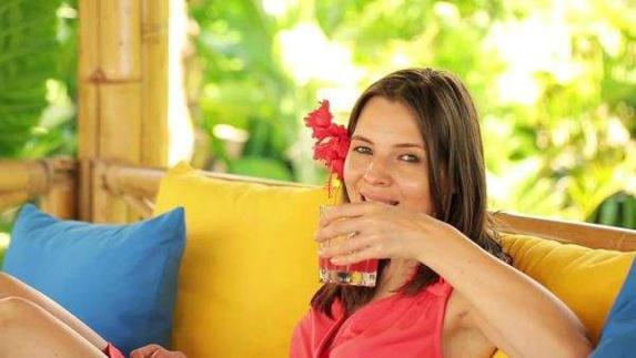 نوشیدنی های الکلی احتمال ابتلا به سرطان پستان را افزایش میدهد