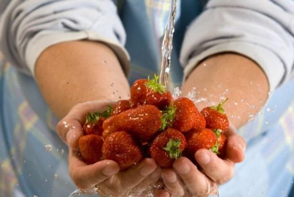 روش نگهداری کردن از میوه ها و نحوه شستن آنها