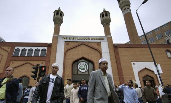 ائمه جماعت بریتانیا از خواندن نماز میت برای عاملان حمله تروریستی لندن خودداری نمودند
