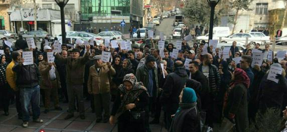 تجمع اعتراضی غارت شدگان موسسه مالی شاندیز در تهران