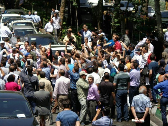 راهپیمایی چندین هزار تن از غارتشدگان کاسپین در کرمان+ عکس