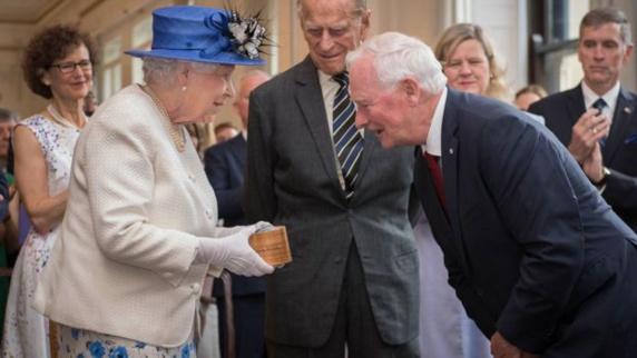 فرماندار کل کانادا با تماس بازوی ملکه بریتانیا خبرساز شد