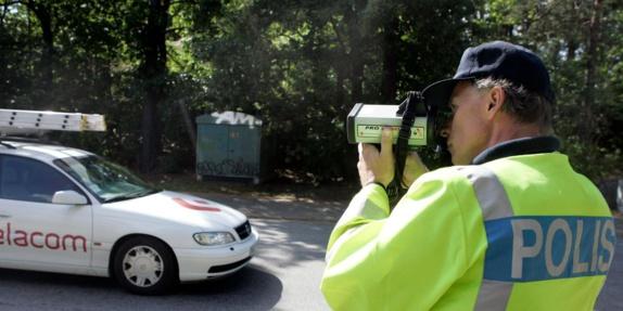 اداره حمل و نقل در سوئد: از این پس،گواهینامه سالمندان با سختگیری بیشتر کنترل میشود