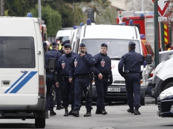 حمله یک خودرو به مغازه پیتزا فروشی در شرق پاریس یک کشته و هشت زخمی برجای گذاشت