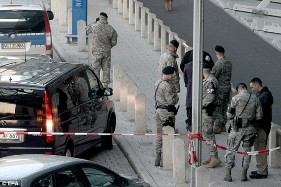 حمله با گاز در فرودگاه فرانكفورت ده ها زخمی برجای گذاشت