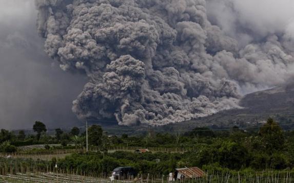آواره شدن صدها هزار نفر در اثر فوران آتشفشان آگونگ اندونزی