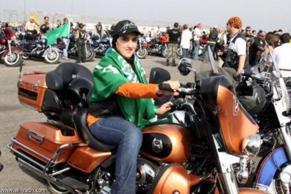 اداره راهنمایی سعودی: زنان میتوانند موتورسیکلت و کامیون هم برانند