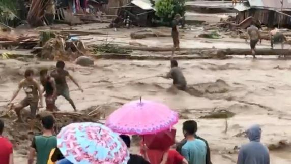 """دستکم 133 نفر در اثر توفان گرمسیر """"تامبین"""" در فیلیپین کشته شدهاند"""