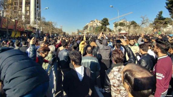 تلویزیون رژیم ایران از کشته شدن 12 نفر در تظاهرات اخیر در سراسر ایران خبر داد
