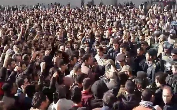 وحشت احمد جنتی از انقلاب گرسنگان در ایران آدمی که گرسنه است تا چه حد می تواند تحمل کند؟