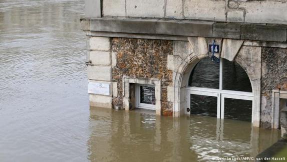بالا آمدن سطح آب رودخانۀ سن، بخشهای بزرگی از خاک فرانسه را تهدید میکند
