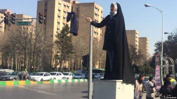 اعتراض آمریکا به بازداشت معترضان به حجاب اجباری در ایران: آزادی پوشش حق مردم است