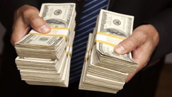 چرا دلار روز به روز گران میشود و تا به کجا خواهد رفت؟