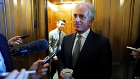 سناتور کورکر: بعید میدانم پرزیدنت ترامپ تعلیق تحریمها علیه برنامه اتمی ایران را تمدید کند