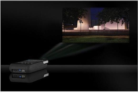این پروژکتور می تواند روی تمام سطوح روشن محتواهای چند رسانه ای را نمایش دهد
