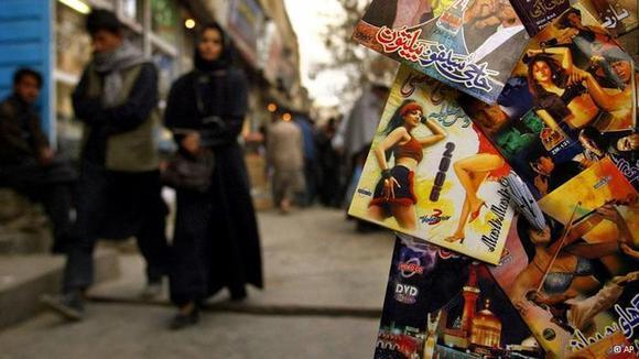 علاقه روزافزون مردان افغانی به دنیای مد