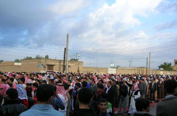 تجمع مردم عرب اهواز در عید فطر 2005