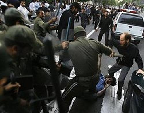 حمله نیروی انتظامی به تجمع کارگران در سنندج