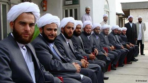 احضار روحانیان اهل سنت کرد به وزارت اطلاعات و دادگاه