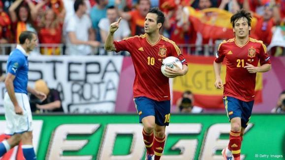 سسک فابرگاس تیم اسپانیا را از شکست در نخستین دیدار جام ملتهای اروپا ۲۰۱۲ نجات داد
