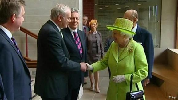 دیدار ملکه بریتانیا و فرمانده سابق ارتش جمهوریخواه ایرلند