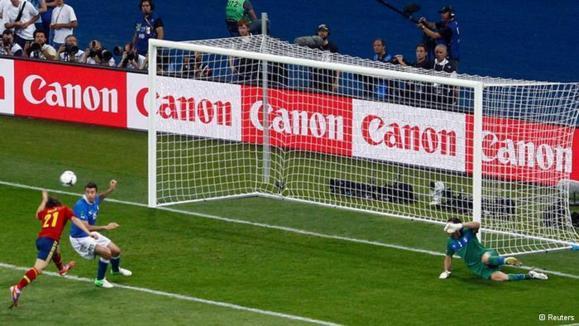 داوید سیلوا، نخستین گل اسپانیا مقابل ایتالیا را به ثمر رساند
