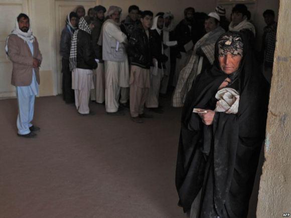 نیروهای امنیتی و مردم یزد منازل افغانهای این شهر را به آتش کشیدند