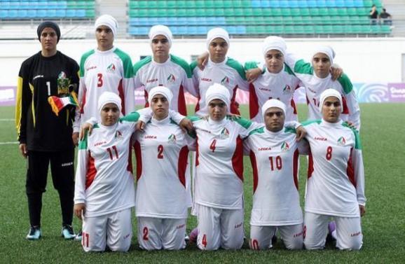 لغو ممنوعیت حضور زنان با حجاب اسلامی توسط فیفا: آزادی پوشش یا عقب نشینی در حقوق زنان؟