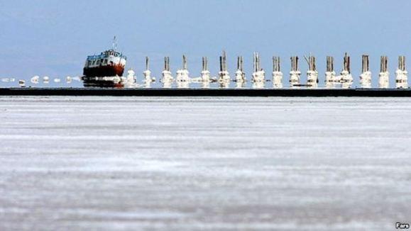 معاون حفاظت از محيط زيست: ۶۵ درصد از درياچه اروميه خشک شده است