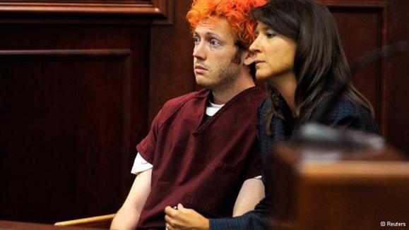 متهم به کشتار تماشاگران فیلم بتمن در برابر دادگاه