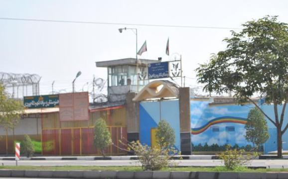 توقیف کتابها و دفتر یادداشتهای زندانیان در زندان کارون اهواز