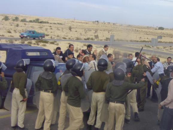 در پی حمله به پاسگاه مرزی مصر دستکم ۱۶ سرباز کشته شدند