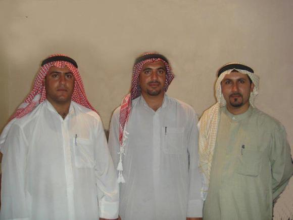 نفر وسط محمد علی عموری فعال فرهنگی اهوازی محکوم به اعدام