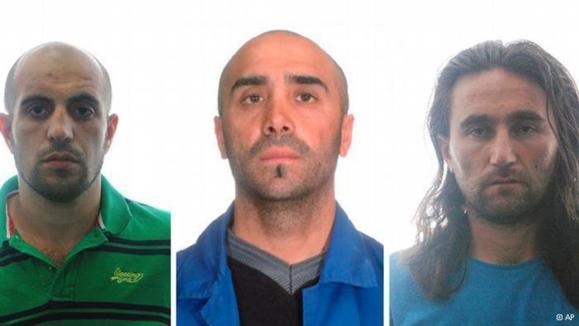 تصویری از سه مظنون بازداشت شده که توسط مقامات اسپانیا منتشر شده است