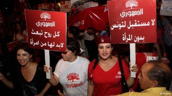 """تظاهرکنندگان تونسی: """"زن مکمل نیست، زن همه چیز است"""""""
