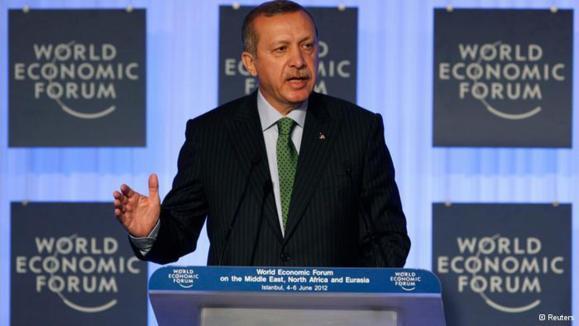 رجب طیب اردوغان، نخستوزیر ترکیه در همایش جهانی اقتصاد حوزه کشورهای خاورمیانه، شمال آفریقا و اوراسیا در ژوئن ۲۰۱۲ در استانبول