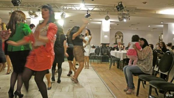 رقص گروهی زنان افغان در آلمان