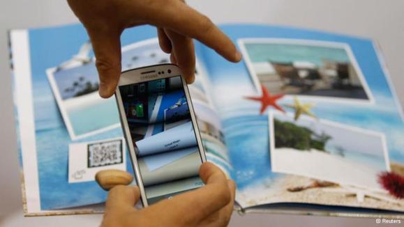 """وجود کدهای """"کیو آر"""" در آلبومهای عکس امکان دیدن تصاویر متحرک در دستگاههای سیار را فراهم میکند"""