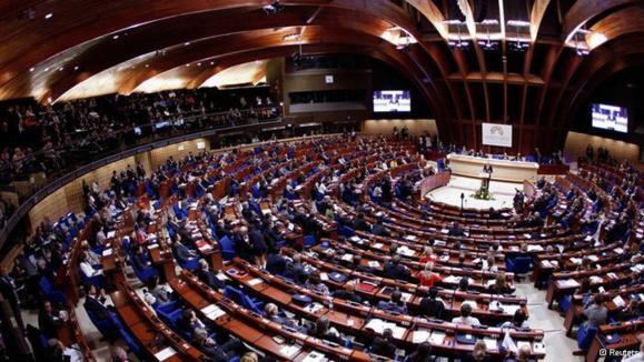 مجمعی با حضور ۱۴۰۰ سیاستمدار، کارشناس و برنده جوایز نوبل از ۹۰ کشور جهان در پی کشف تاثیرات بحران اقتصادی بر روند دموکراسی
