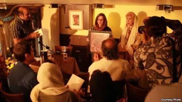 انتخاب امسال جایزه شعر نیما «یک نه» به جشنوارههای دولتی بود